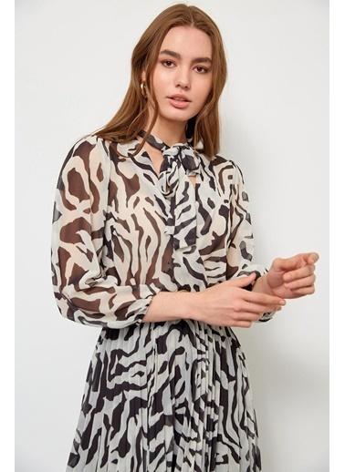 Setre Siyah-Beyaz Kemerli Piliseli Elbise Lila